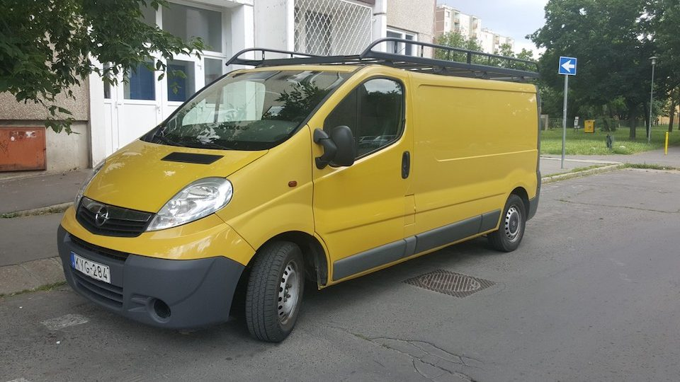 Opel Vivaro bérelhető teherautó